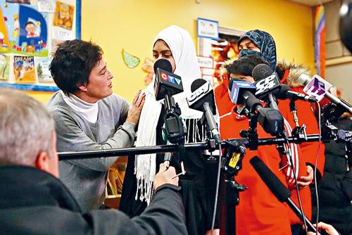谎称亚裔剪头巾轰动世界 穆斯林女孩道歉
