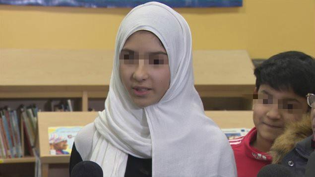 穆斯林女孩的家人公�_道歉 多��多市�L�大家原�她