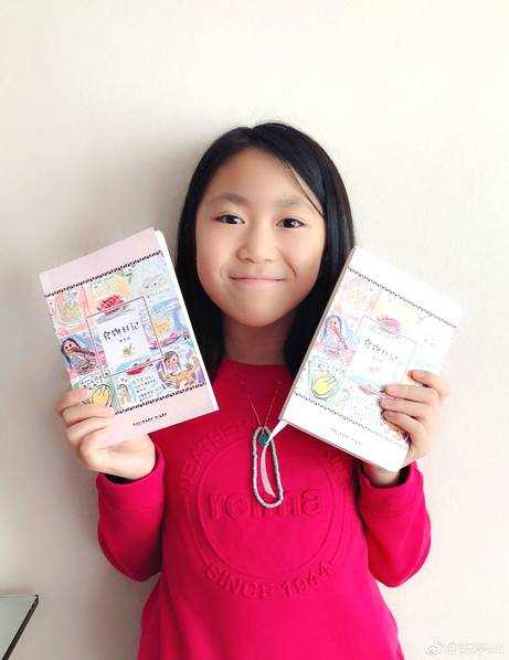 基因强大!张艺谋11岁女儿出书 妈妈晒照显骄傲