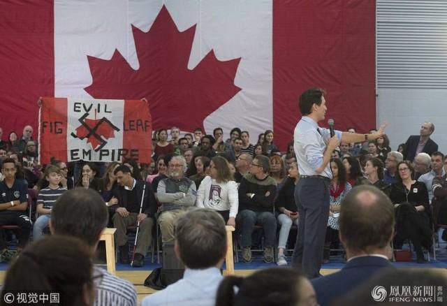 加拿大总理特鲁多面对抗议者:谢谢你来,先生