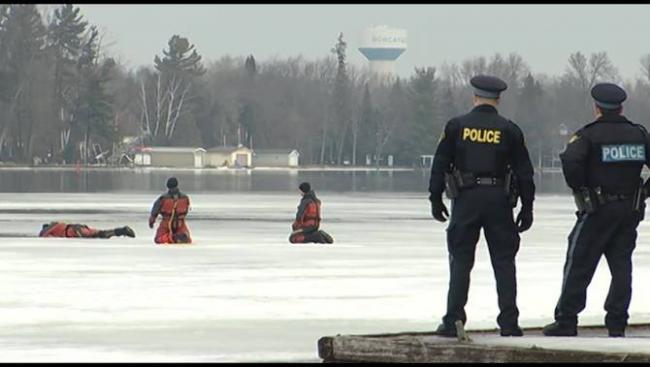 安省两人驾雪地车跌落湖中 目前仅一人获救