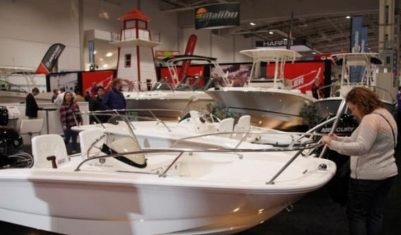 加拿大多伦多国际游艇展 豪华游艇吸睛
