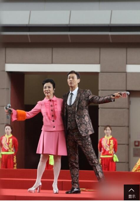 71岁的郑少秋在台上又唱又跳 帅到看不出年龄