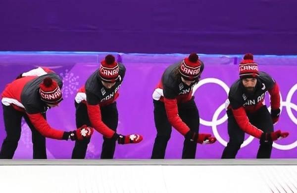 优发国际速滑队领奖时的这个动作 中国网友一片赞