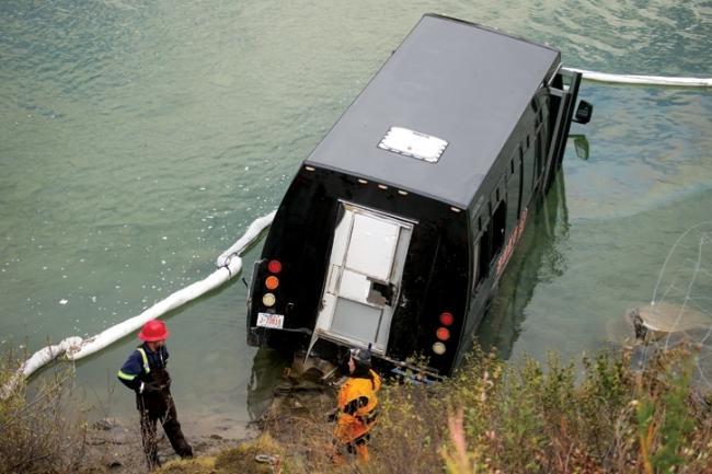 班夫华人旅巴落河撞死多伦多华人游客 导游认罪