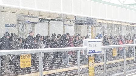 海旁大道站停电 天车不入列市 大雪碍公车服务