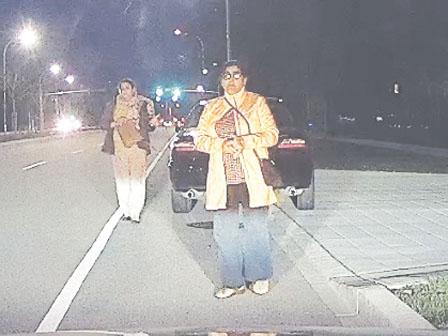 素里司机撞伤女途人不顾 遭目击者行车记录器拍下