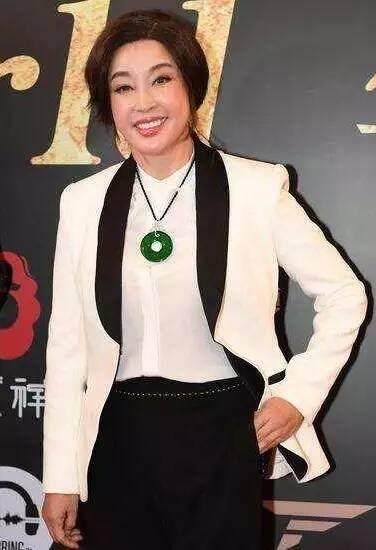 刘晓庆的脸终于崩了 再也无法演少女肿得像馒头