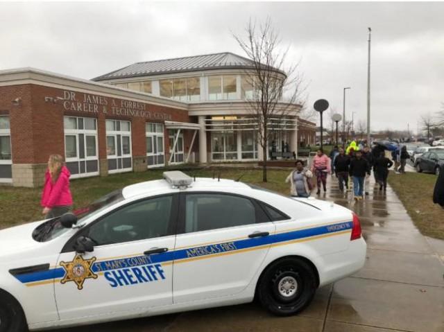 美国马里兰州高中枪击案 枪手死两学生伤