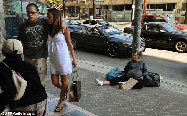 比佛利山庄当街遭砸车,好莱坞女星吓哭