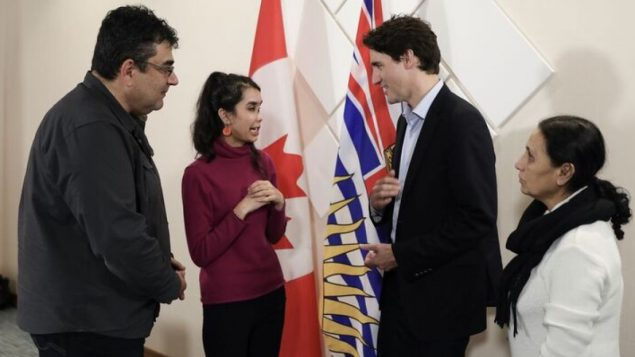 被丈夫毁容的女子见到帅哥总理:我太激动了