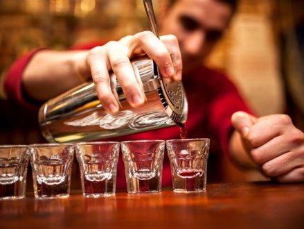 好消息!BC省酒吧服务员最低时薪6月份将调升