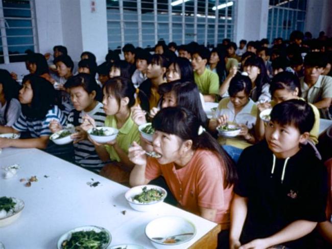 汹涌南下打工潮 1992年的深圳外来妹