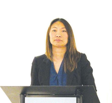卑诗首位华裔工会主席陈西娜就向华裔道歉发言