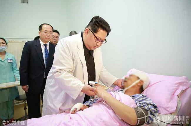 金正恩看望受伤中国游客一幕