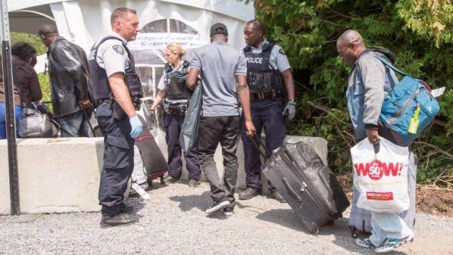 1个月从美国越境2500人 优发国际人愤怒了