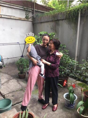 汤唯携宝宝现身杭州探望老师 女儿首次曝光