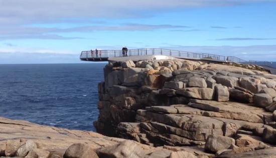 男子为自拍铤而走险 在澳风景区坠崖身亡