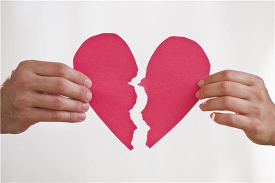 夫妻离婚原因首次曝光 近8成是因这件事