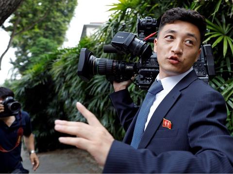 川金会热度空前 朝鲜摄影师被追逐围观