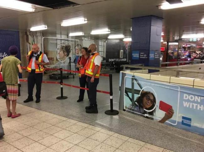 华人聚居区地铁站发生命案!行人被推下站台...