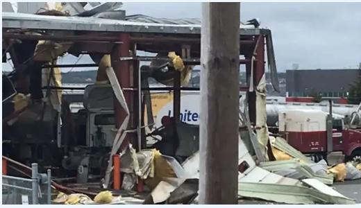工业园大爆炸!整个房顶被炸开 巨响响彻天际