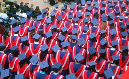 恐怖 加国留学生今年学费平均暴涨7600加币