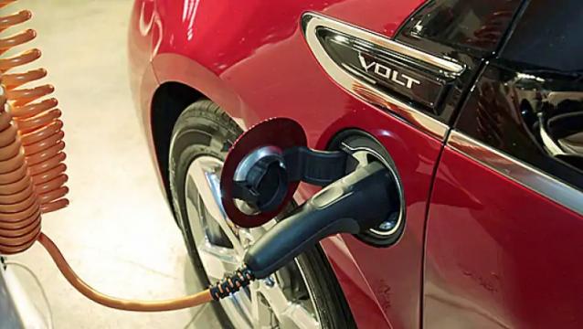 给保时捷贴钱?安省政府下一步砍掉电动车补贴