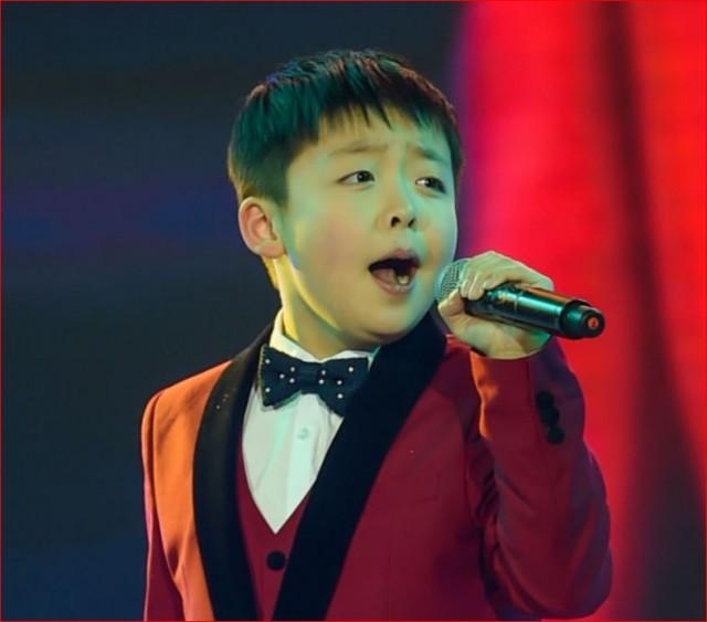 天籁般嗓音!尊宝娱乐13岁华裔小男孩在达人秀火了