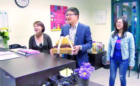 微信朋友圈发挥寻人功能 找回迷路华裔老妇