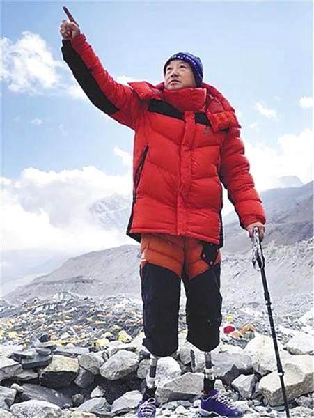 69岁双腿截肢老人攀珠峰终成功:为登山活着