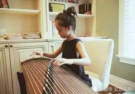 高晓松11岁女儿身高快赶上妈妈 还做水饺给妈妈吃