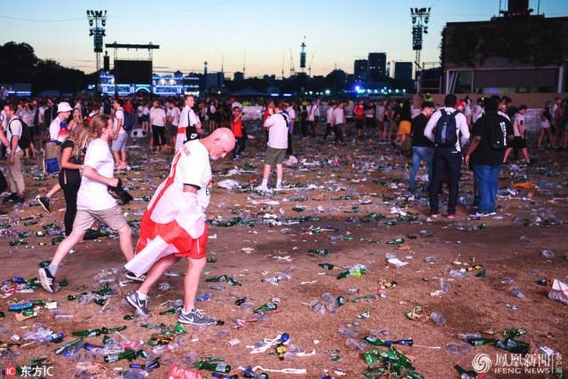 英格兰战败 本土球迷留下了满地垃圾...