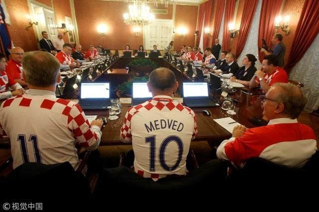 420万人小国闯进世界杯决赛 克罗地亚这样庆祝