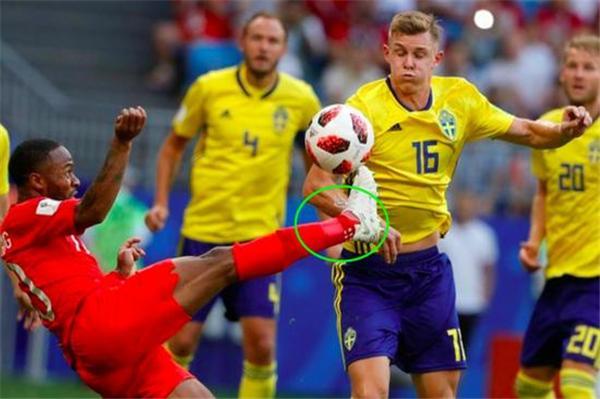 英格兰3名队员穿错球袜 遭国际足联罚款47万