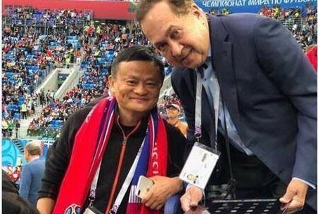 马云现身世界杯穿老布鞋 网友称:布鞋走天下