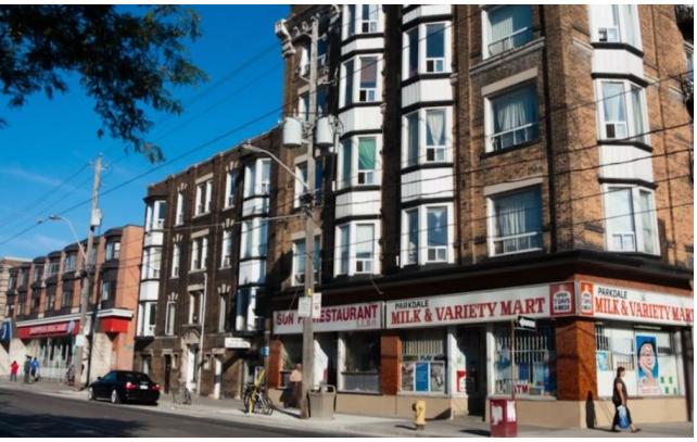 经纪3年在一社区卖180套房 被居民贴海报辱骂