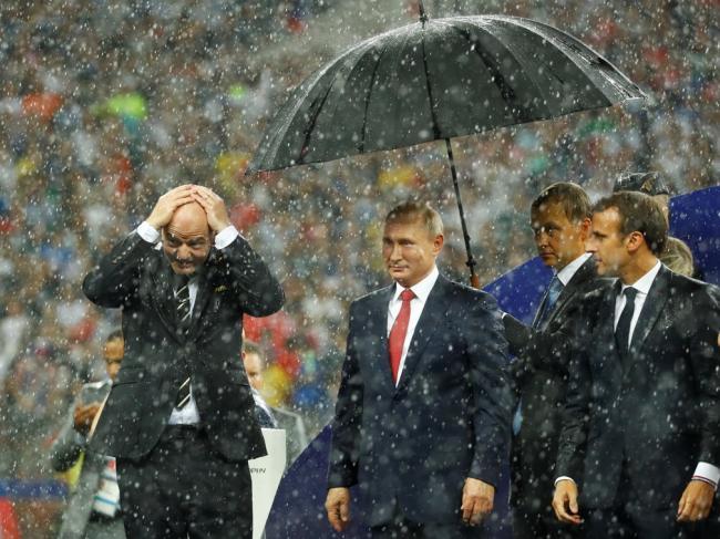 世界杯颁奖典礼意外一幕 普京让各国领导人尴尬了