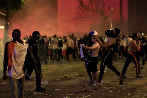 乐极生悲 法国世界杯夺冠引发大规模骚乱