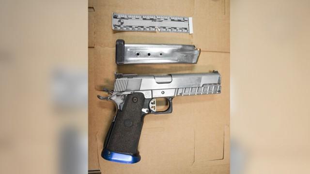 17岁男孩携带装满子弹的手枪 坐上TTC巴士