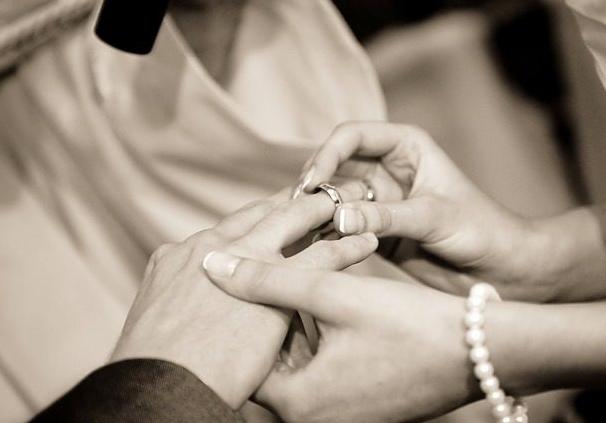 假结婚又创新高 为了尊宝娱乐身份也是拼了