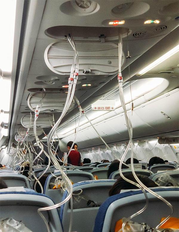 国航CA106急降7000米 乘客讲述惊魂12分钟