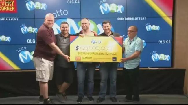 合买彩票10年!加拿大5个IT男中$60,000,000大奖