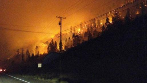 野火肆虐!已有千户人家被迫撤离 未来或更甚
