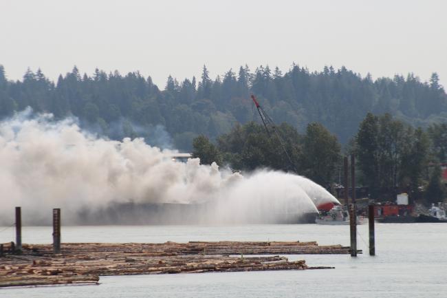 fraser-river-barge-fire (1).jpg
