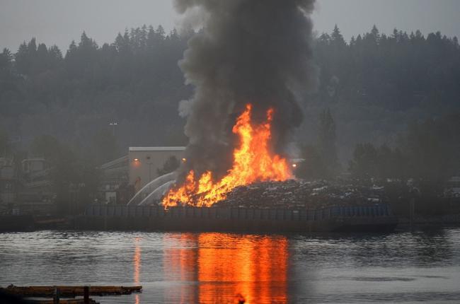 barge-fire.jpg