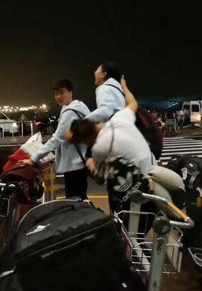 女排2大女神在機場互相撕扯頭發 場面難看