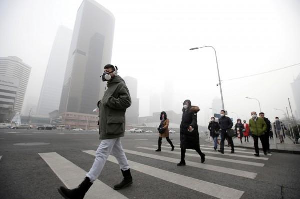 雾霾严重时在中国生活1天 等于吸60根烟