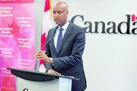 难民问题失控 联邦移民部长胡森被调离难民工作