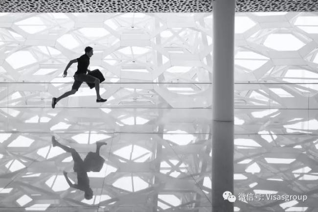 老外眼中中国人的一生:钱多 没一天是为自己活的